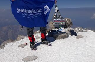 ServisMontazhIntegratsiya LLC on the top of Elbrus.